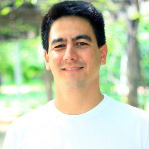 Leonardo Ogata, sócio fundador e adestrador da Tudo de Cão